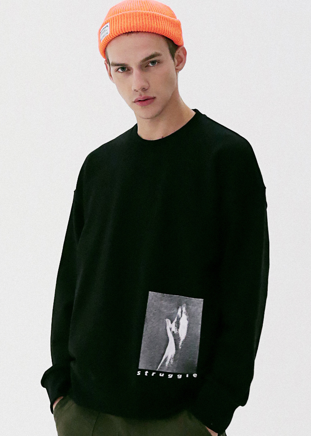 HAND IN SAND CREWNECK MFVCR003-BK