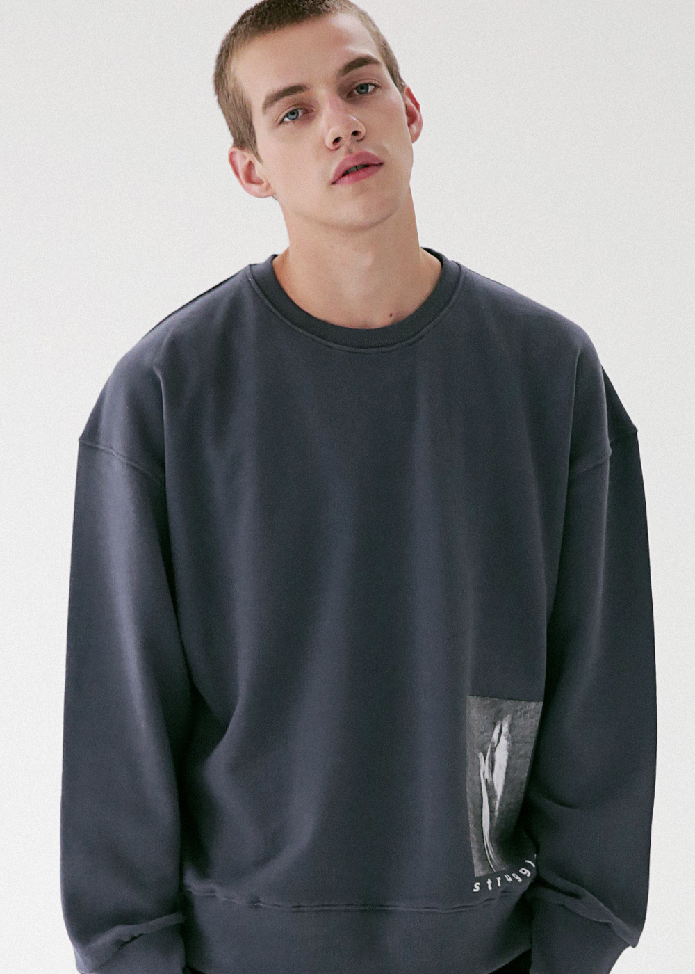 HAND IN SAND CREWNECK MFVCR003-DG