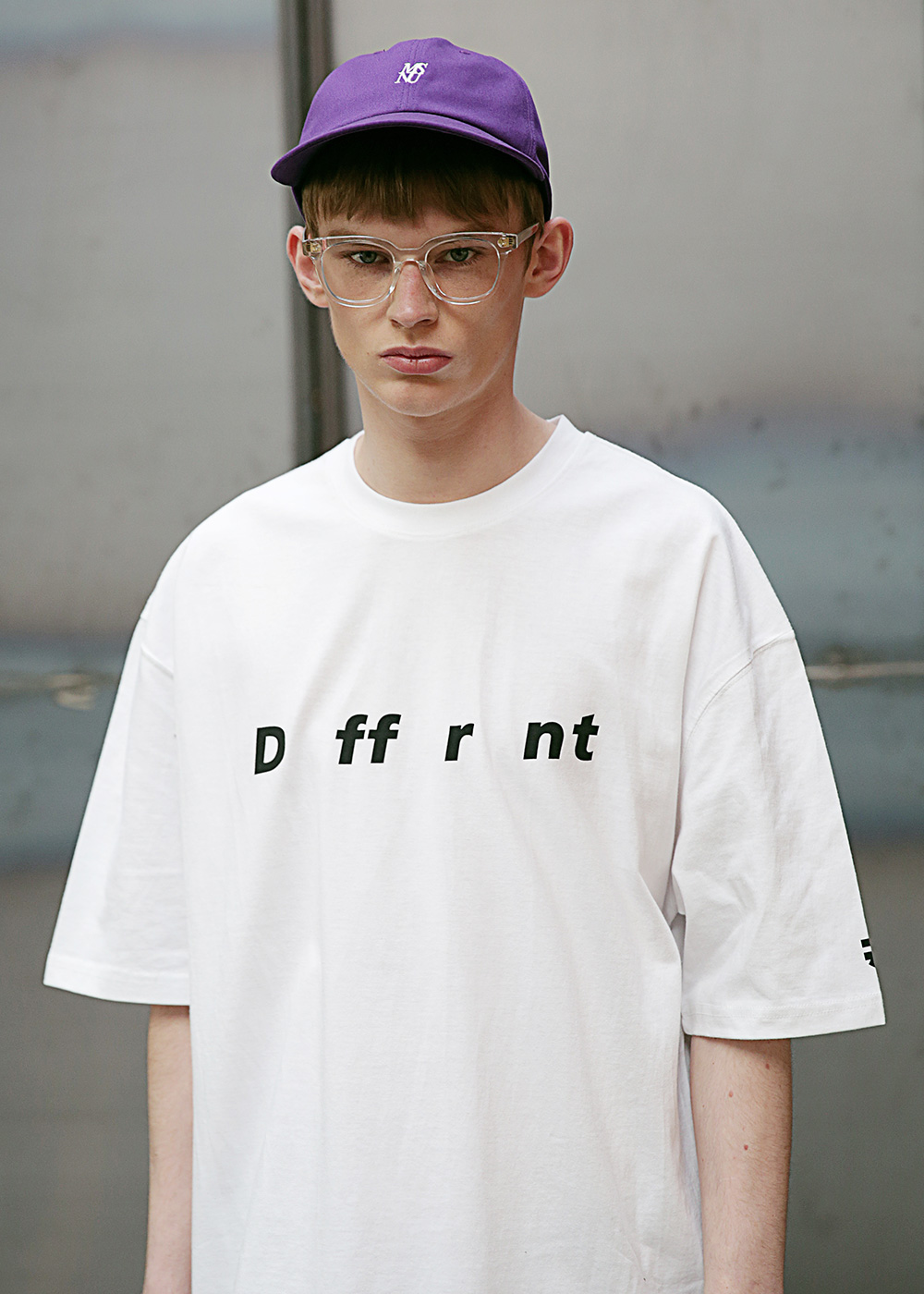 DIFFERENT REFLECTIVE OVER-FIT T-SHIRTS MSETS002-WT